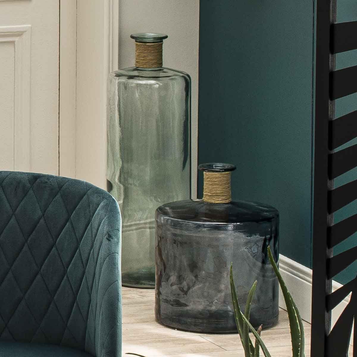 Vase bouteille avec détail raphia H. 75 cm
